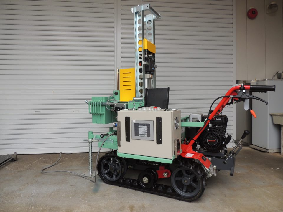 高機能全天候型地盤調査機UR-8型