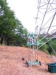 傾斜地での調査も可能です。鉄塔基礎調査